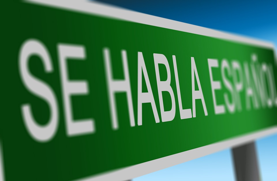 sign reading se habla espanol